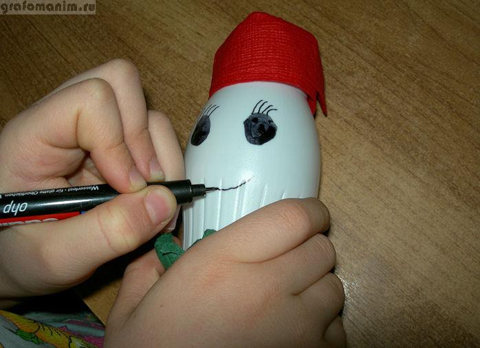 Как сделать снеговика из бутылок своими руками