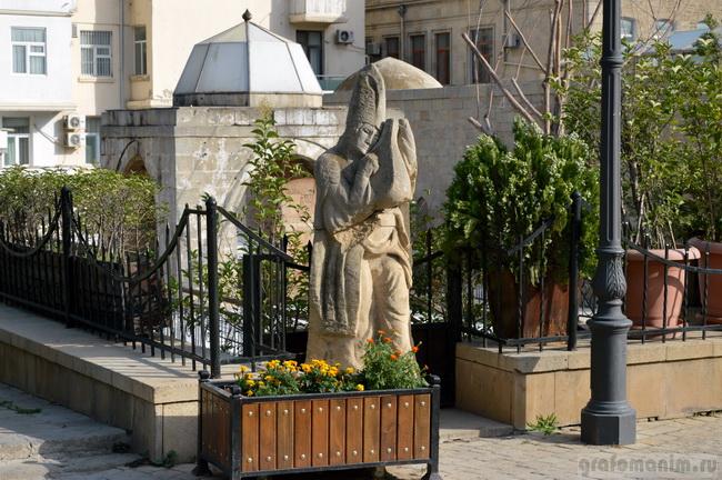 памятник девице