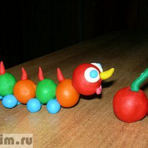 Лепим из пластилина с детьми: гусеница